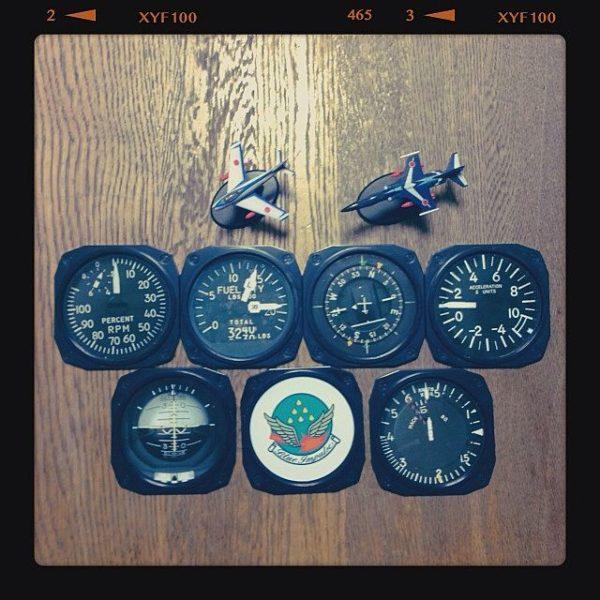 飛行機ファンにはたまらないコースター!ブルーインパルスの計器盤デザインですって!男心を鷲掴みするコースターですね☆