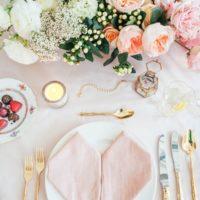 バレンタインデーにぴったり!ピンクと赤を基調としたテーブルコーディネート☆