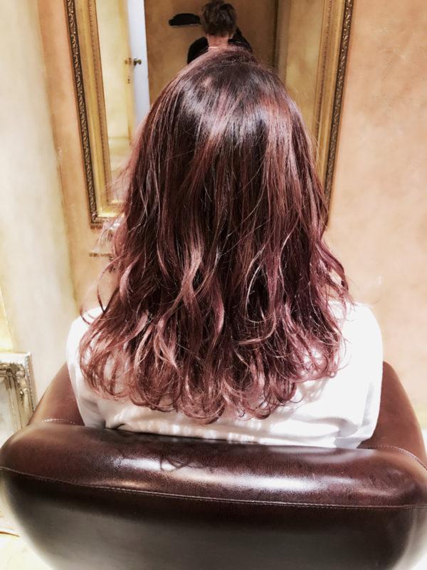 女性らしさをより引き出してくれるピンクやレッドのカラーは、ハイトーンで楽しんでみてもカワイイ♡