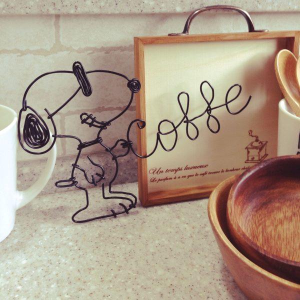 カフェコーナーを可愛く彩るスヌーピーのワイヤークラフトですね♡ちょっと難しそうだけど、素敵なカフェコーナーを作るために挑戦してみませんか?