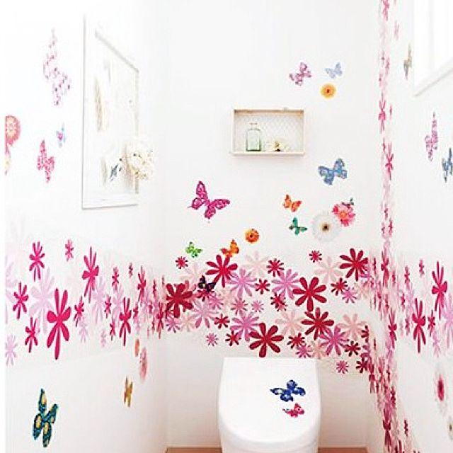 壁一面のお花と蝶々がかわいすぎます♪まるでお花畑のようですね。トイレに行くのが楽しみになりそうな、とってもかわいい空間に。壁一面のお花と蝶々がかわいすぎます♪まるでお花畑のようですね。トイレに行くのが楽しみになりそうな、とってもかわいい空間に。