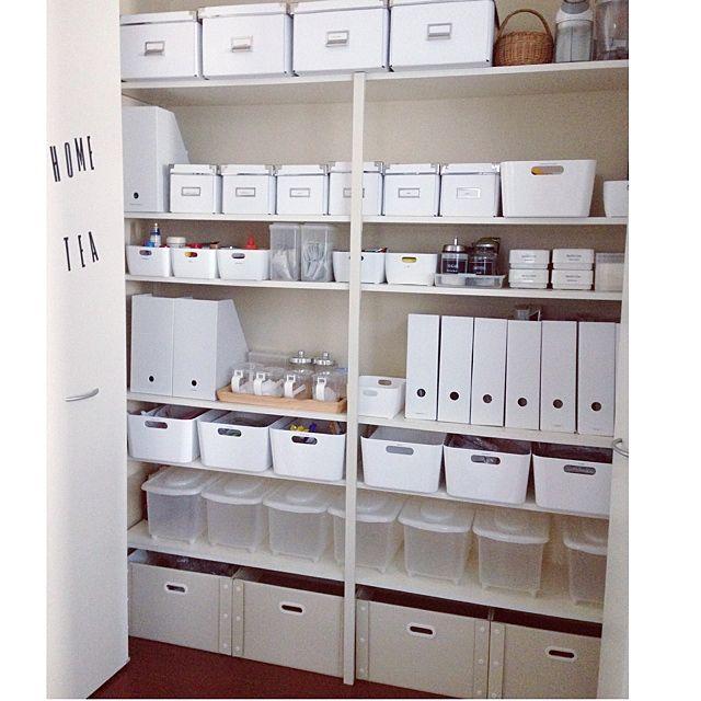 キッチンの収納にもファイルスタンド。造りのしっかりした無印のファイルスタンドには、洗剤や調味料ボトルなどが入れられています☆無印はワイドサイズもあるし、丈夫な造りなので、重くて大きさのあるものに良さそうですね♪