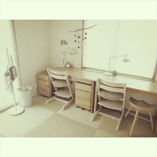 和室に学習机というお宅も少なくないはず。木材の学習机なら畳との相性も抜群です。インテリアを工夫して和モダンな雰囲気に仕上げてみては?