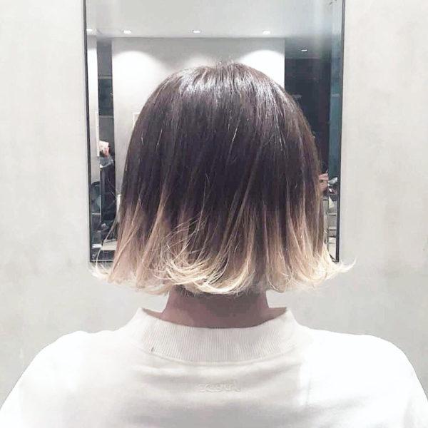 毛先の髪にブリーチをかけて、毛先がしっかり黄色や金やシルバーになるようにします。根元と毛先の色の違いをたのしむカラーです。