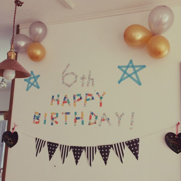わぁ!!キッズ達が喜びそう☆マステは、貼り跡がいっさい残らないので、壁にメッセージを描くのにぴったりです☆