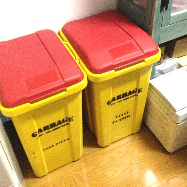 普通のごみ箱をアメリカンなかわいらしい色に。お部屋のテイストに合うものを素敵に作って飾って。
