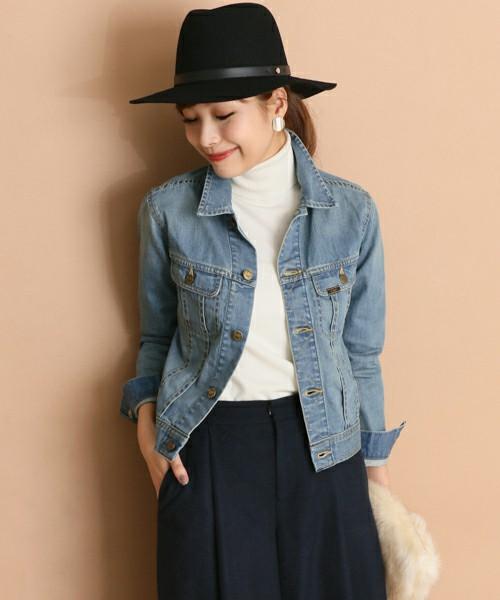 ◆Lee ROSSO×Lee Denim Jacket  Lee Ridersのデニムジャケットをベースに、URBAN RESEARCH ROSSO風味のデザインに改良したデニムジャケット。着丈をコンパクトにして、パンツだけでなく、スカートやワンピースにも合わせやすいシルエットになっています。