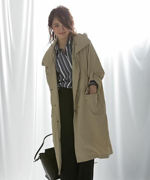 長めの丈感のモッズコートは適度なボリュームがあるので、ちょっと寒い日にはレイヤードスタイルも着ぶくれの心配なしです。