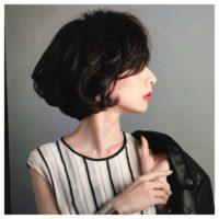 大人女子にオススメ!柔らかでシックな印象を作る暗めカラーのショートヘア♪