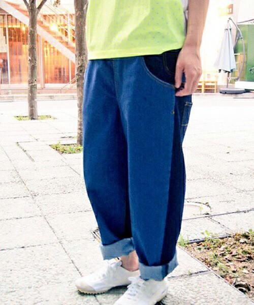 FRAPBOIS(フラボア)らしいゆったりシルエットのパンツは、ポケットの上で分かれたより個性的なデザインです。
