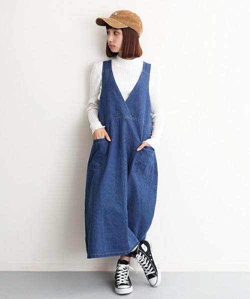 スカートタイプのデニムサロペット。深くVネックになったカシュクールのサロペットは、ハイネックのトップスと合わせて上品カジュアルスタイルに♪ゆったりしたサイズ感が、可愛く見えますね。年中着れるのも魅力的!