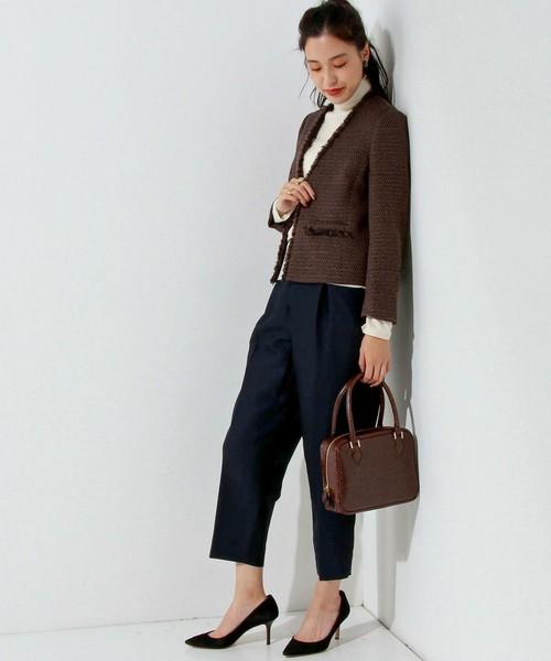 大人感たっぷりのブラウンツイードジャケットでシックに決めましょう。レトロ感のあるバッグを合わせればブリティッシュテイストな着こなしになります♪