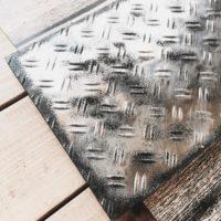 憧れの質感を気軽に実現☆100均セリアの「鉄板風シート」に注目!