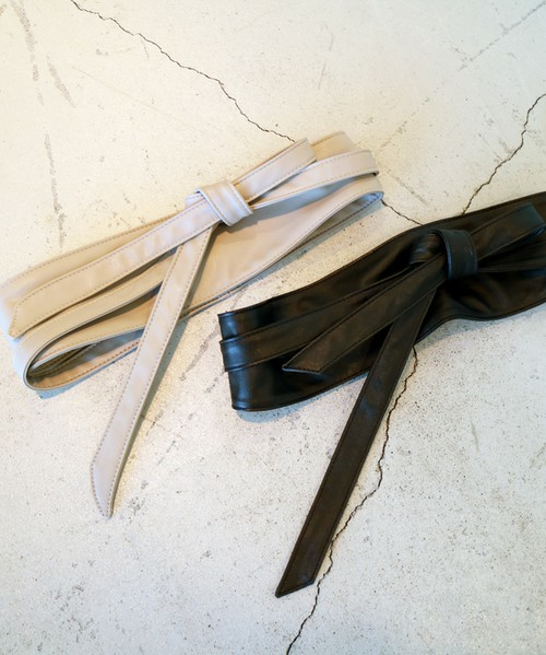 ◆N. Natural Beauty Basic 結びサッシュベルト 結ぶところが細めになっているため、ゴワつかずにリボン結びなどが結びやすいサッシュベルト。今季はサッシュベルトをきちんと結ぶより、ラフな感じで結ぶのがおすすめです。スカートにもパンツにも使いやすいベルトです。
