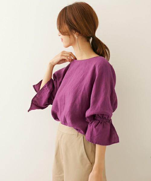 あざやかなパープル。きれいな色を楽しめ、袖のデザインがとても個性的で注目度大のおすすめブラウスです。