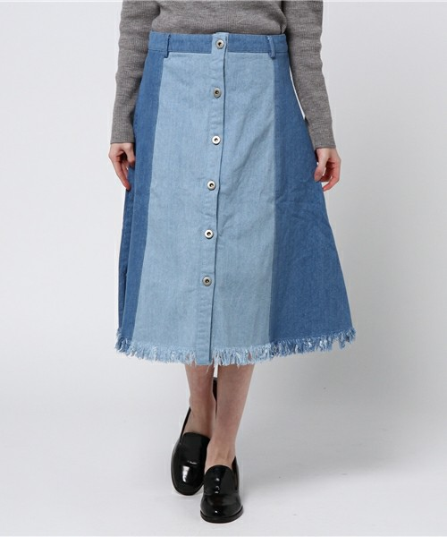 次は裾が切りっぱでフリンジみたいに見えます。前ボタンもアクセントになってかわいいですよ。