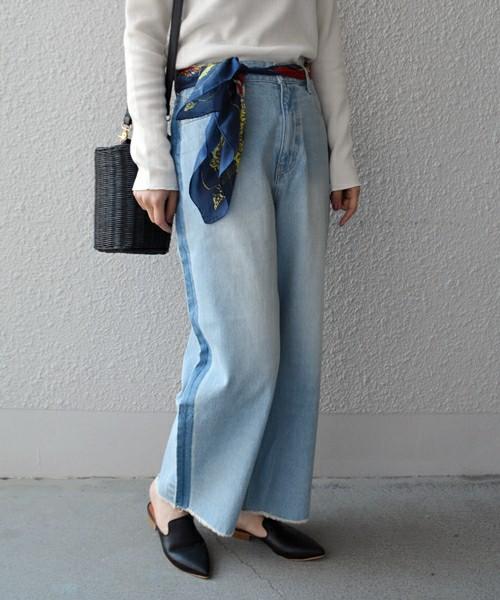 こちらは裾が切りっぱのゆったりデザインです。ウエストのスカーフがアクセントになったキレイめコーディネート。ぜひマネしたいテクニックです。