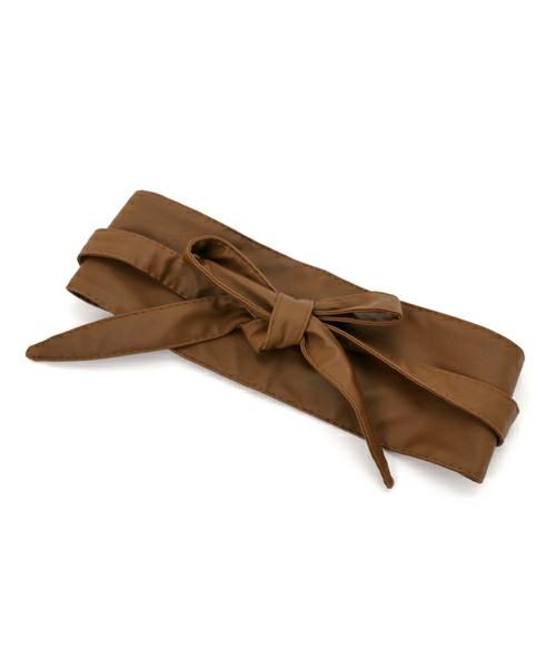 ◆Ray Cassin サッシュベルト ¥2,052 「サッシュベルト」とは、柔らかい素材で作られた金属を使わない幅広の装飾的なベルトのことです。今季のトレンドアイテムのひとつ。しっかりウエストをマークしたいときに使いたいアイテム。今季はアウターの上から巻くのも流行中。