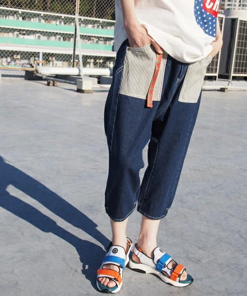 ポケットがヒッコリー素材というパンツも。大きなポケットがとてもキュートですね。