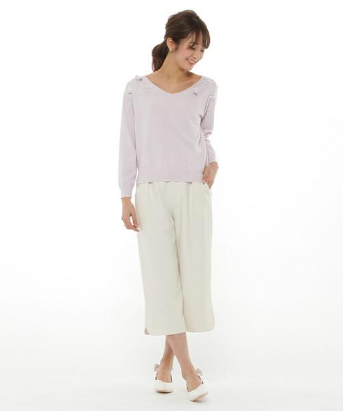 薄いパープルのラベンダー色も、春らしくて素敵です。パンツがクロッブド丈で、軽い感じなのもいいですね♪