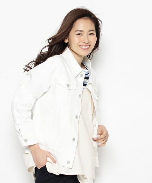 ◆SHOO・LA・RUE ストレッチデニムジャケット  きれいめに着こなせるホワイトのデニムジャケット。こちらもストレッチが入っていますから、動きやすさは抜群です。ホワイトデニムはワンピースやセットアップなどきれいめのコーディネートにベストマッチ。もちろんカジュアルスタイルにも使えます。