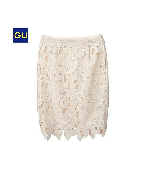 プチプラで知られるGUですが、レーススカートなら大人っぽい高見えコーデもお手の物♪タイトなシルエットなのでしっとりとシックな印象をプラスしてくれます!カラーバリエも3種類。今回はこのレーススカートを使った着こなしをご紹介します♡