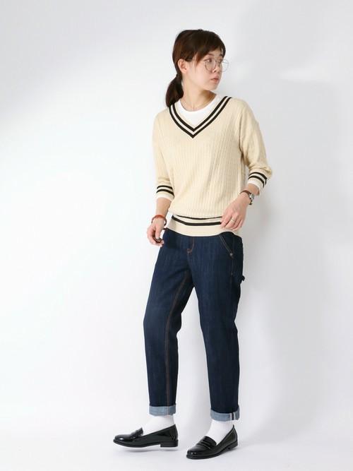 この春注目のアイビーファッション!濃紺ストレートジーンズをロールアップしてローファーと合わせるのがGOOD!