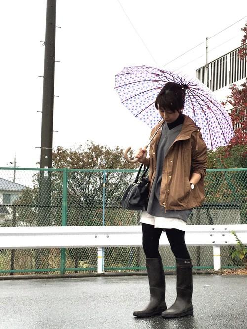 春は雨の日が多いですよね!そんな雨の日は肌寒いですから薄手のマウンテンパーカーが大活躍です!1枚欲しいですよね!