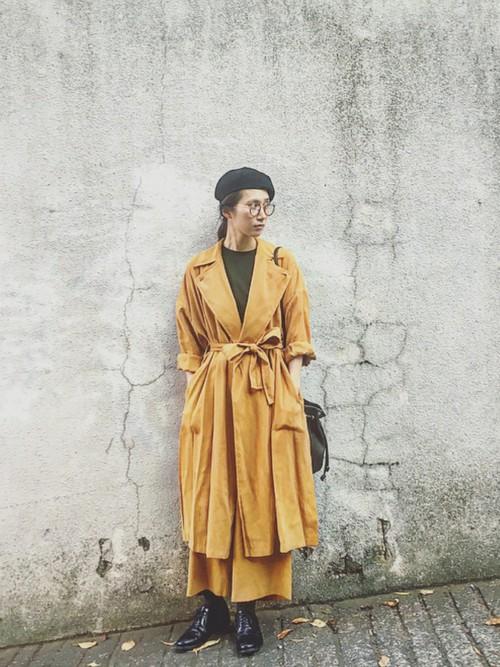 ◆ADAM ET ROPE' ウェザースリットラップコート  サイドに深く入ったスリットが大人っぽいラップコート。寒さが残る春先に体を保温しながら、サラッと着こなせる短い起毛素材のコート。たっぷり使用してある生地で贅沢な装いになります。