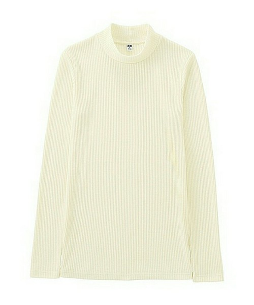 ◆WOMEN リブハイネックT(長袖) \1,000  ニットでは暑いけれど、ふつうのカットソーでは肌寒いときにニット代わりに着ることができるハイネックTです。季節の変わり目は気温の変化が激しくて、着るものに迷いがち。そんなときに思いっきり役立ってくれるプチハイネックのリブTは何色も欲しいアイテム♪