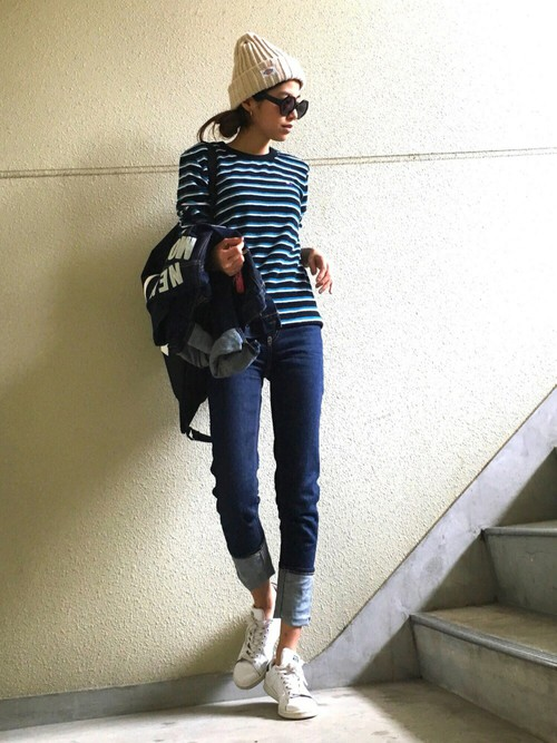 メンズライクな服にも細身のロールアップジーンズを合わせる事で女性らしさがアップしますね♪