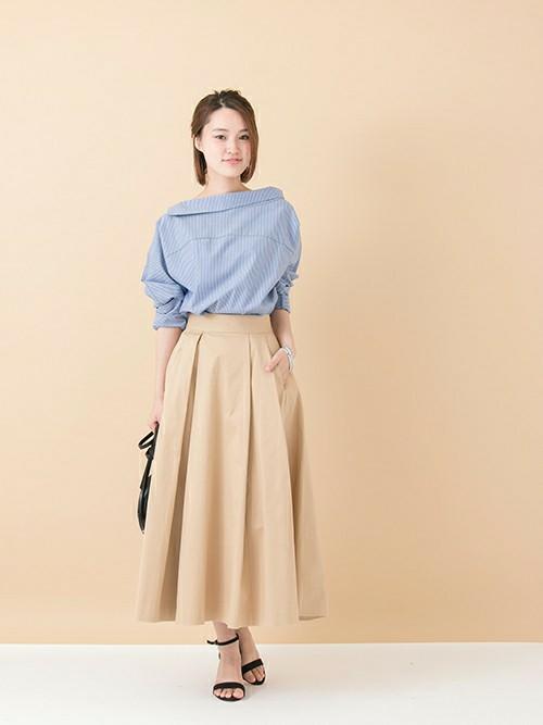 春や秋はシャツやカットソーに、夏はTシャツに、冬はニットにとシーズンを問わず使えるチノスカートは、着まわし力抜群のアイテムです。どんなトップスにも合わせやすく、カジュアルに決まるので、1枚持っているとコーディネートの幅が広がります。タイトでもボリュームタイプでも、お好きなシルエットをチョイスして春スタイルを楽しんでくださいね。