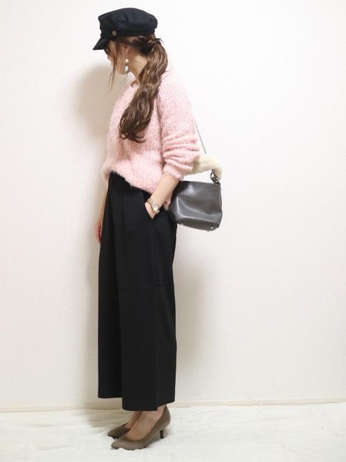 明るめピンクで華やかに。キャスケットの時はイヤリングも大ぶりのものがかわいいですね。