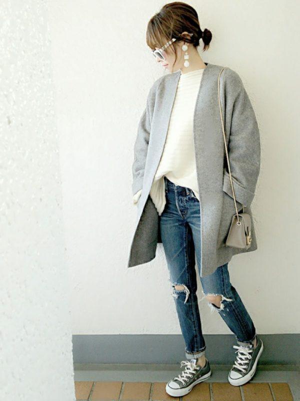 ザラのノーカラージャケットを使ったコーデ。すっきりシンプルなデザインのジャケットは、ダメージ加工のデニムパンツと合わせて、きれいめカジュアルスタイルに♪色を3色でまとめて、すっきり感を。