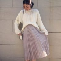 ユニクロのシフォンプリーツスカートでやわらかな春色スタイルを楽しみませんか?