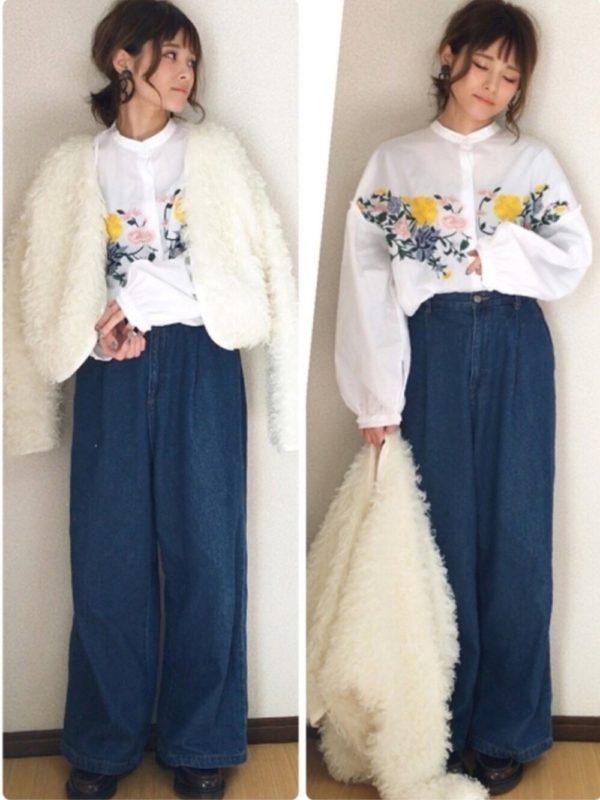 ザラの花柄シャツを使ったコーデ。春らしい花柄がサイドに施されたお洒落なデザインのシャツを、デニムワイドパンツと合わせて大人カジュアルスタイルに。袖はバルーンになっていて、トレンドも忘れていないのがいいですね。