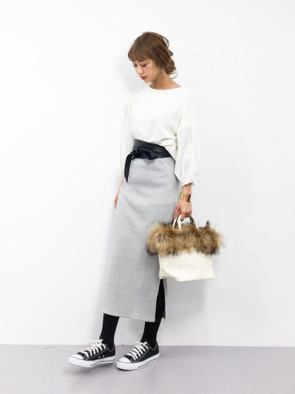 メルヘンチックでいながら、どこかアクティブな雰囲気のメルロー。大人が着るから可愛くなるアイテムが豊富でとってもオススメのブランドです。遊び心がありながらも、きちんとした風合いから、気軽に着れるものばかり。そんなメルローの春コーデをチェックしてみました。