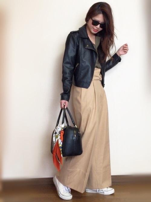 同じバッグに結ぶのでも、色合いや柄が違うとまったく違った印象に。プチプラなので、その日の気分やコーデによって使い分けるのもおすすめです。