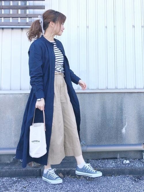 ◆コットンロングシャツワンピース(長袖)  肌に心地いいウォッシュドコットンポプリン素材を使用したシャツワンピース。肩に切り替えがあり、そこからフワッと広がるシルエットになっています。今季はフロントのボタンをすべてはずして、ガウン代わりに羽織るのがトレンド。長さが十分にあるから、使い勝手のいいワンピースになっています。