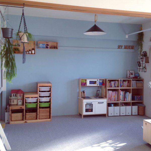 おもちゃがきれいに整頓された素敵な子供部屋ですね。棚にフィットしたバスケットは見た目の素敵さはもちろん、ポイポイ入れて片付けられるので、お子さんも気に入っているそう。