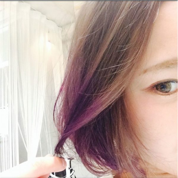 女性らしいボブヘアに、ピンクパープルのグラデーションカラーがなんとも色っぽいですね♡