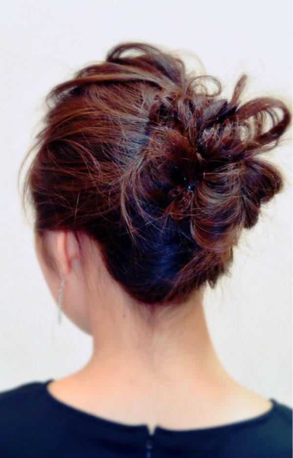 きっちりなまとめ髪じゃなくても、クシャッとアップした形がオシャレに見えますよ!