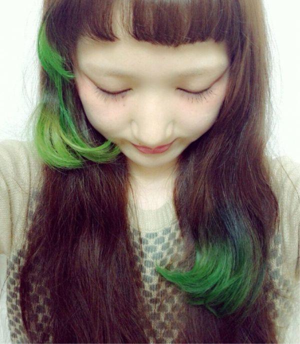 ふわふわの女の子らしいスタイルに黄緑のグラデーションカラーを毛先にオンして、まるで小鳥のようなヘアに♡