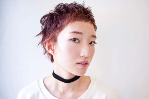 顔回りを明るめのカラーで、後ろに行くにつれて暗めのトーンにし、立体感あるヘアスタイルに。