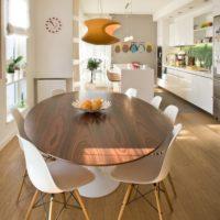 丸いテーブルはいかが?おしゃれ度の高い丸いテーブルで素敵な空間を☆