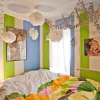 お部屋の模様替えには壁紙がぴったり!カラフルでモダンな色合いの壁紙でお部屋を元気に!