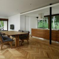 床の模様で部屋が変わる。ヘリンボーンで作られた素敵な床のある空間