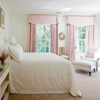 部屋のムードを左右する大きなポイント!カーテンにピンクで差し色を入れてみませんか?