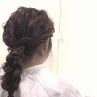 脱巻き髪!人気の波ウェーブのラフな雰囲気を生かした三つ編みアレンジの方法