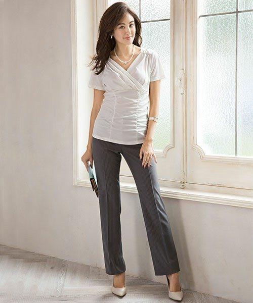 インナーのトップスは半袖プルオーバー。夏場に汗をかいてしまっても、家の洗濯機ですぐに洗えるのでとっても便利です。伸縮性に優れているのでウエストラインをすっきり魅せてくれて1枚で着てもかっこ良く決まります。
